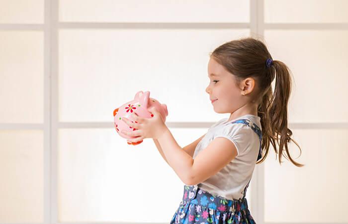 Quanto mais cedo as crianças tiverem acesso a uma educação financeira, maiores as chances delas manterem uma relação saudável com o consumo quando se tornarem adultos