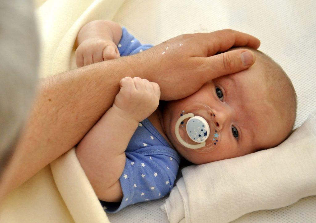 Fazer uma viagem internacional com um bebê pode ser um desafio enorme para muitos pais que ainda não passaram por essa experiência.